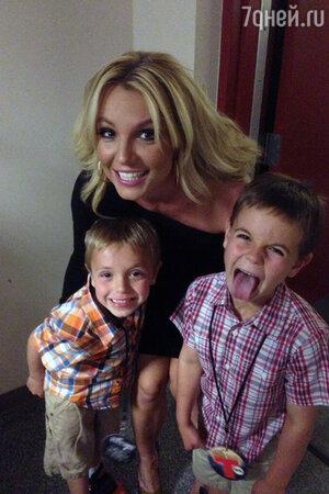 Бритни Спирс с сыновьями Джейденом и Шоном
