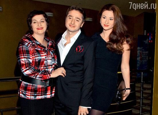 Иван Стебунов с мамой Ольгой Михайловной и сестрой Аленой