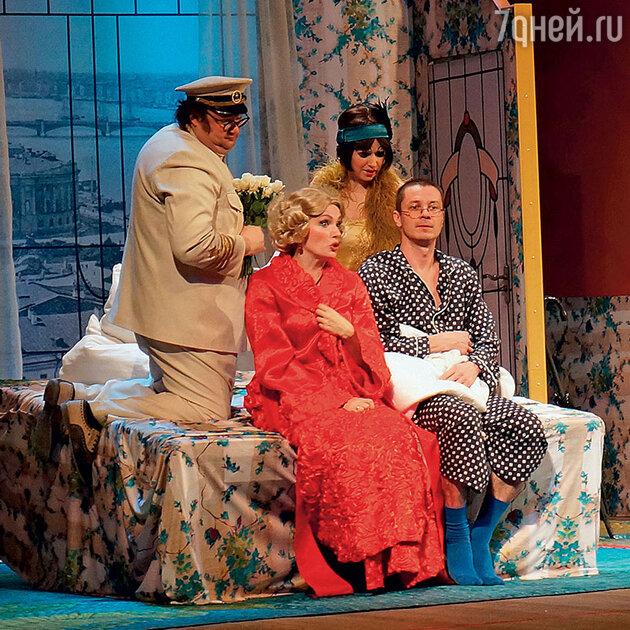 Мария Порошина и Илья Древнов в спектакле «Идеальная жена»