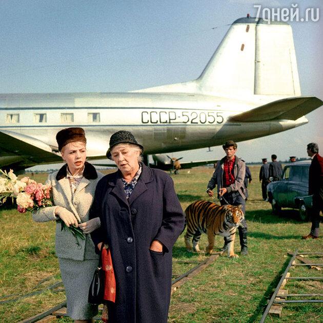 Фаина Раневская и Марина Полбенцева  в фильме «Сегодня — новый аттракцион». 1966 г.