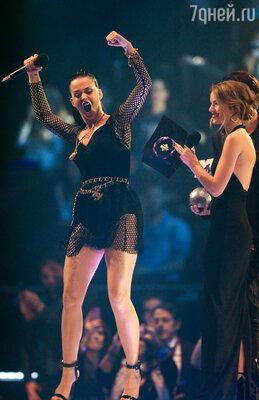 Кэти Перри получила премию «Лучшая исполнительница»