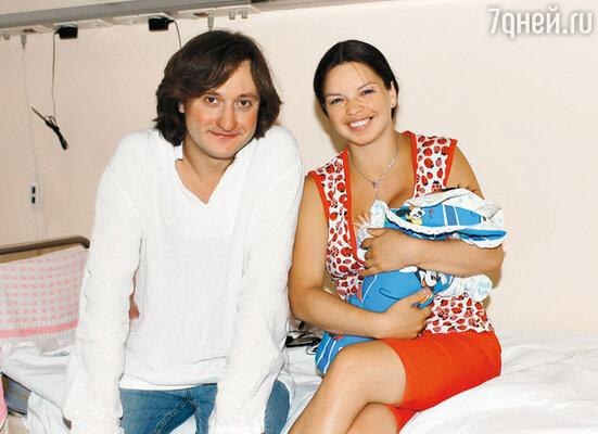 Сергей навестил Алису в роддоме после рождения их сына Алеши