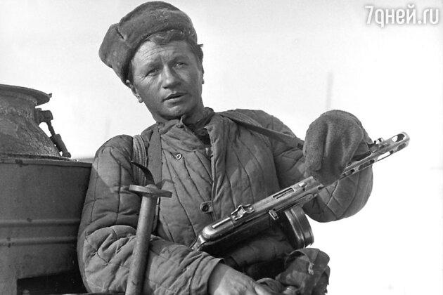 Леонид Быков в фильме «Аты-баты, шли солдаты»