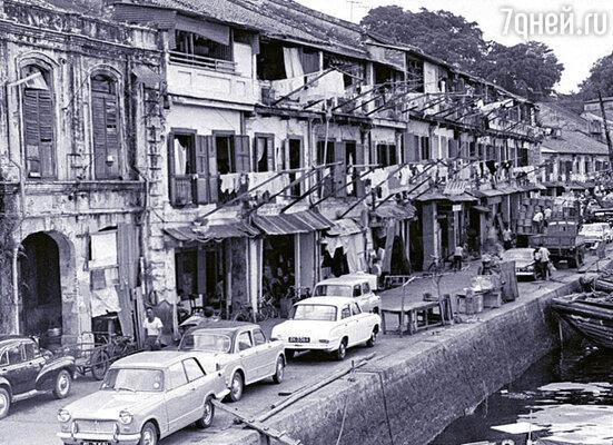 Набережные реки Сингапур в 60-е годы XX столетия...