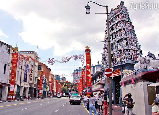 Пример сингапурской дружбы народов: индуистский храм находится в китайском этническом квартале — Чайна-тауне