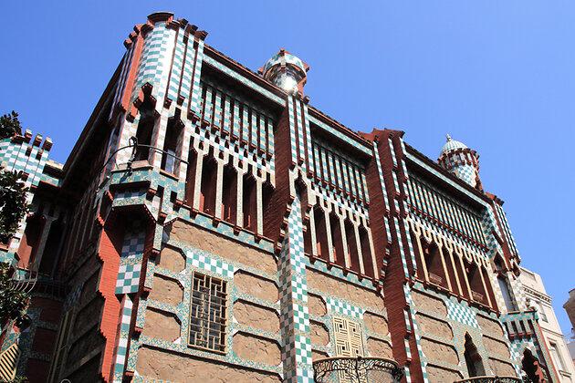 Дом Висенс является первым крупным закаазом Гауди