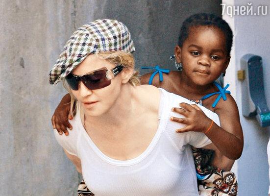 Мадонна и ее дочь Мерси Джеймс