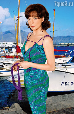 В нашей традиционной рубрике о секретах красоты актриса Ольга Дроздова рассказывает, как влезть в узкое платье с помощью утюга, чемполезна химическая завивка и что помешало ей сделать карьеру модели