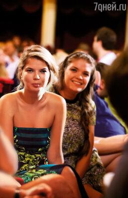 Мои младшие сестренки-двойняшки. Вика (слева) сейчас живет в Москве, а Настя — в Киеве