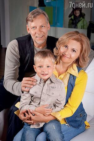 Викор Раков  с женой и сыном