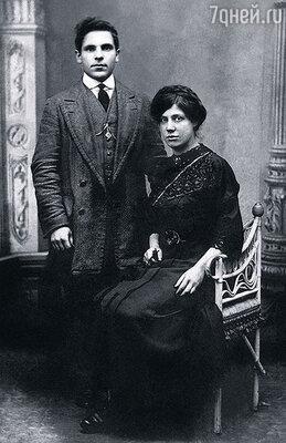 Дедушка Рахмиэль и бабушка Ребекка усыновили меня, хотя не были моими кровными родственниками