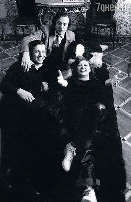 С Пугачевой и Болдиным.  Мы были молоды, помешаны на творчестве и очень дружны