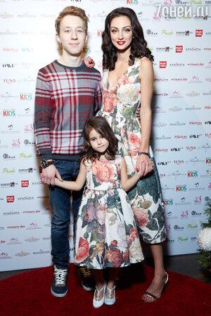 Семен Трескунов с мамой Мариной и сестрой