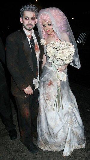 В 2006 году Кристина Агилера и ее экс-супруг Джордан Братман изображали молодоженов-мертвецов