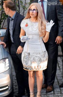 Леди Гага обожает нитки жемчуга