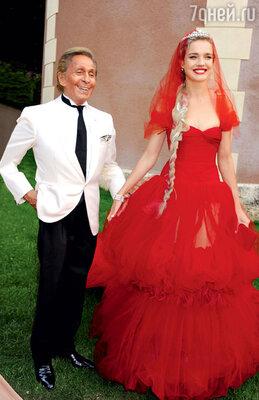 Наталья Водянова в диадеме идизайнер Валентино на«Балу любви» в Париже