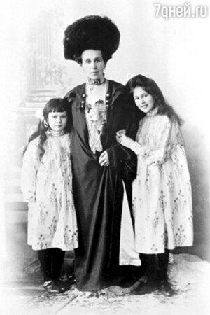 Зинаида Григорьевна Морозова с дочерьми