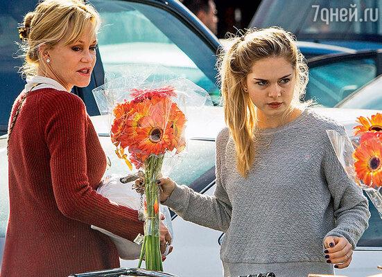 Гриффит попросила суд оставить дочь Стеллу под ее опекой. 2013 г.