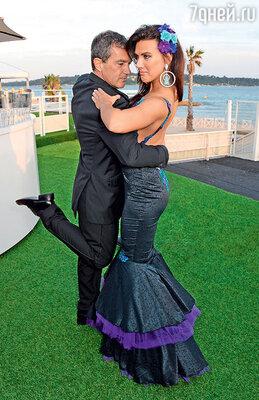 Последней каплей стали слухи о романе Антонио с актрисой Натали Берн. Особенно Гриффит поразили фото из Канна, на которых ее муж лихо отплясывает танго с Натали. Каннский фестиваль. 2014 г.