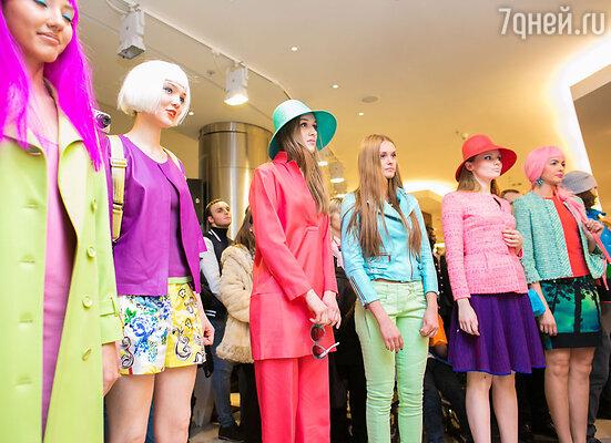 Гости Торгового дома «Весна» на Новом Арбате подобрали  весенние образы с помощью профессиональных стилистов