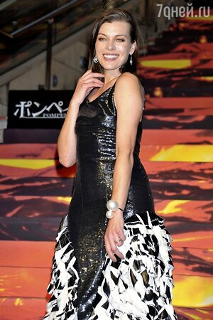 Милла Йовович в платье от Chanel