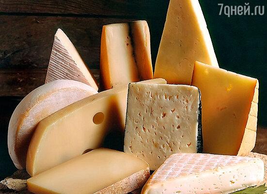 Для правильного питания, прежде всего, необходимо употреблять продукты, содержащие кальций и витамин D. Например, твердые сорта сыра