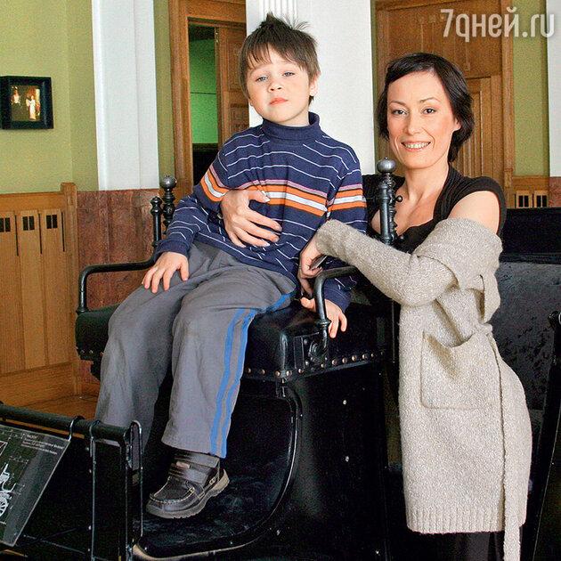 Инна Пиварс и ее сын Максим