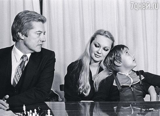 Евгений Жериков с женой Натальей Гвоздиковой и сыном Федором