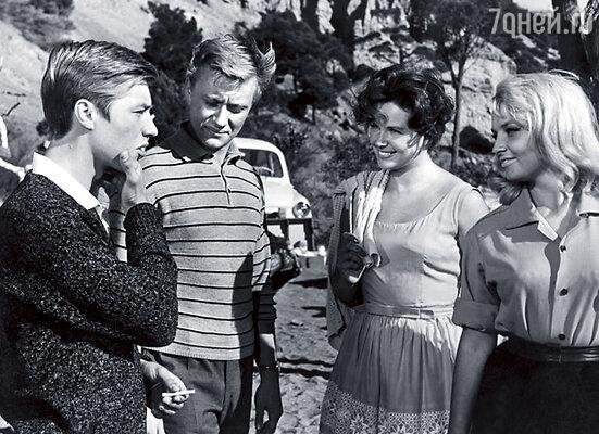 Роль в комедии «Три плюс два» не давалась Миронову до тех пор, пока у него не начался роман с Фатеевой