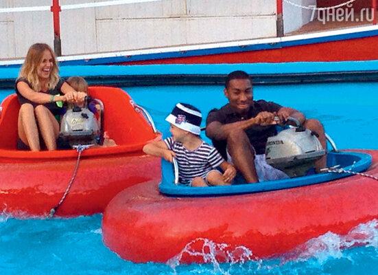 Глюк'oZа с детьми и гувернером Ричардом на отдыхе в Испании