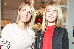 Юлия Бордовских вышла в свет с 15-летней дочерью