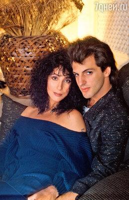 Шер обожала Роба Камиллетти, которыйбыл моложе певицы на 18лет. Нотот оказался таким бабником, чтоШер несмогла больше выносить егобесконечных измен. 1980 г.