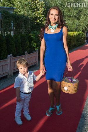 Эвелина Блёданс с сыном Семой