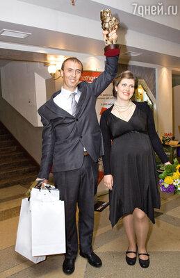 Екатерина Порубель (получившая «ТЭФИ» зароль в сериале «Серафима Прекрасная») с мужем Анатолием. На следующий же день после награждения звезда отправилась в роддом. Вдвойне поздравляем!