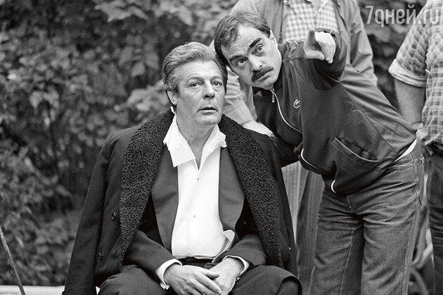 Марчелло Мастроянни и Александр Адабашьян на съемках фильма «Очи черные». 1986 г.