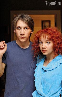Героев Миронова и Хаматовой в школьном возрасте сыграли Александр Кузнецов и Алина Гвасалия