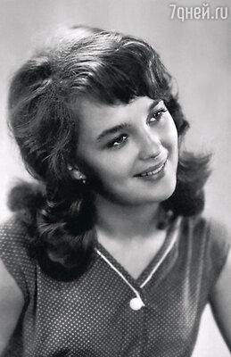 Актрисой я становиться не собиралась. Жила в Одессе, хотела стать врачом — всегда спасала и буду спасать всех, кто у меня под боком