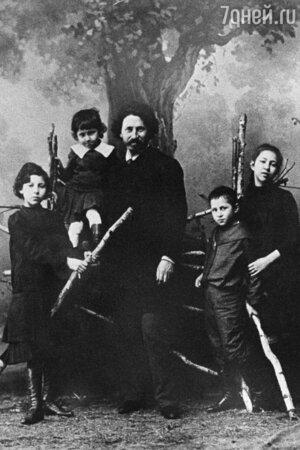 Илья Репин с детьми