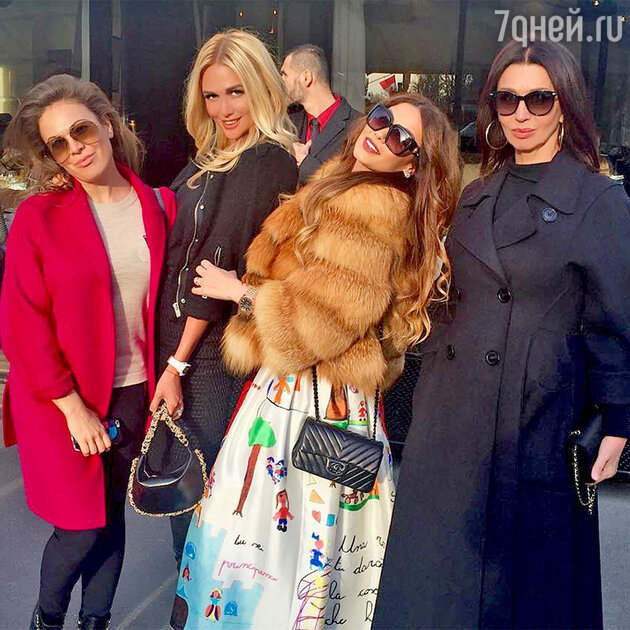 Виктория Лопырева с подругами на Неделе Высокой моды