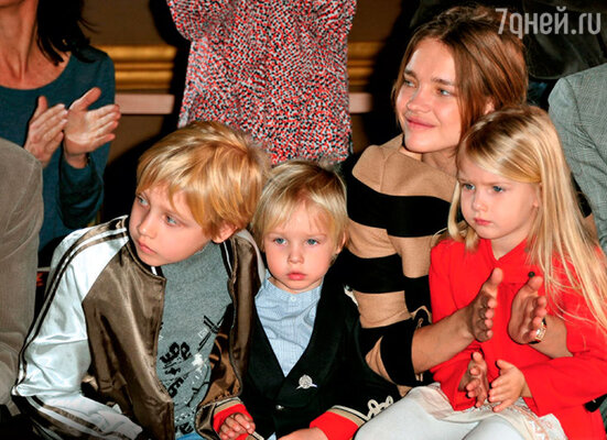 Наталья Водянова не видит никакой проблемы в том, чтобы рожать детей и оставаться в форме
