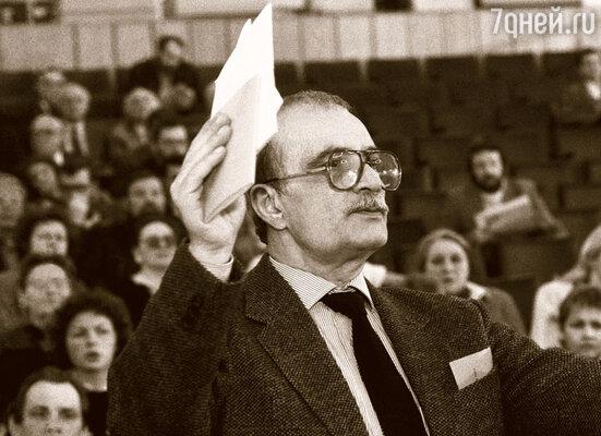 Противопоставив себя Данелии, отец ломал свою судьбу собственными руками, ведь Георгий Николаевич уже обладал высоким авторитетом