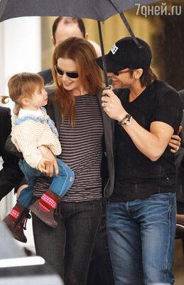 С мужем Китом Урбаном и дочерью Сандэй Роуз перед Рождеством в Сиднее. 2009 г.