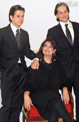 Ольга Ростропович с сыновьями