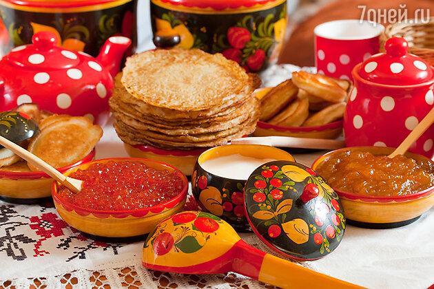 Oтведавший настоящих русских кружевных блинов с закусками и запивший их горячим сбитнем едва мог встать из-за стола