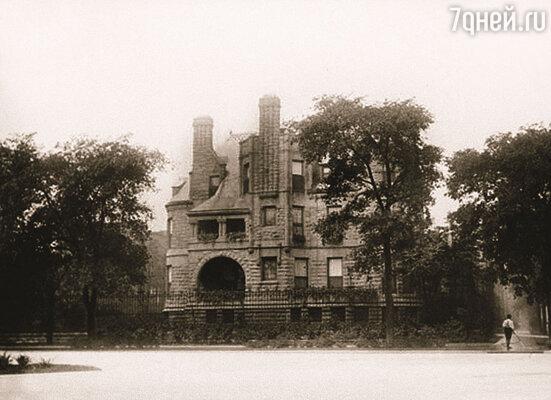 Гарольд купил в Чикаго огромную виллу Турикум — массивное здание из серого камня с конической башней, сама Эдит прозвала его бастионом