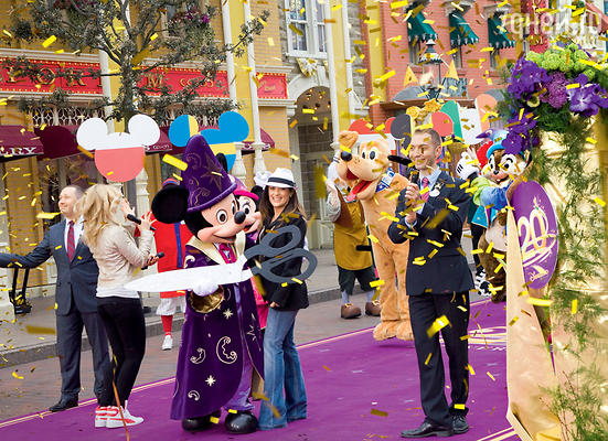 �������� �� ������ 20-����� ���������� ����� ����������� Disneyland ������� �����-���� � ������ �����