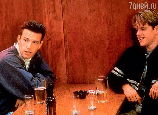 Неразлучные друзья Бен Аффлек и Мэтт Дэймон стали знаменитыми после фильма «Умница Уилл Хантинг», к которому сами написали сценарий. 1997 г.