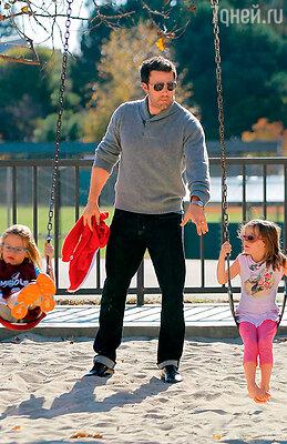 «Я честно стараюсь как можно чаще проводить время с детьми. Моя главная обязанность — смешить и развлекать их»