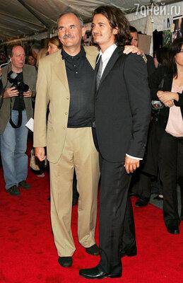 Орландо Блум только подростком узнал, чтоего биологическим отцом является друг их семьи Колин Стоун. Нью-Йорк, 2005 г.