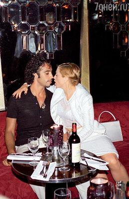 Карлос Леон стал отцом дочери Мадонны — Лурдес Марии, но благоразумно отказался от всех прав на ребенка. 1995 г.